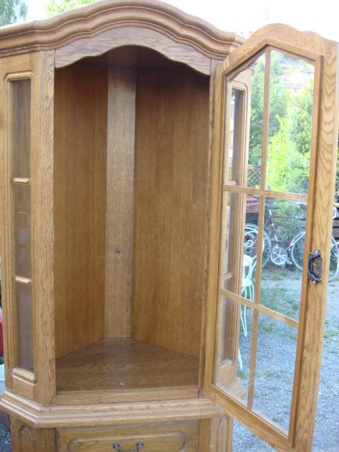 eckvitrine vitrine ecke eiche rustikal wandschrank. Black Bedroom Furniture Sets. Home Design Ideas