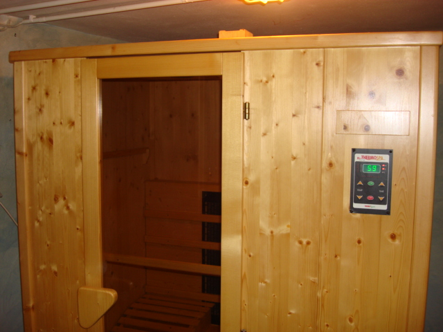 sauna mit strom thermospa swiss tech. Black Bedroom Furniture Sets. Home Design Ideas